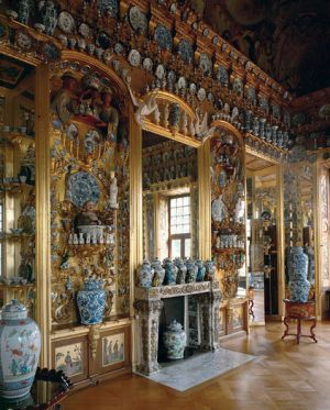 Oriental opulent style interior decor - gold blue white porcelain.jpg